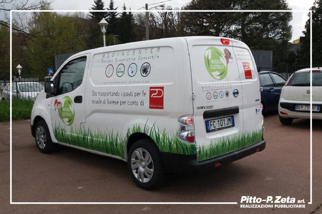 Mediacenter: allestimento furgoni. Copertura automezzo con stampa su cast plastificata e scritte adesive in prespaziato.
