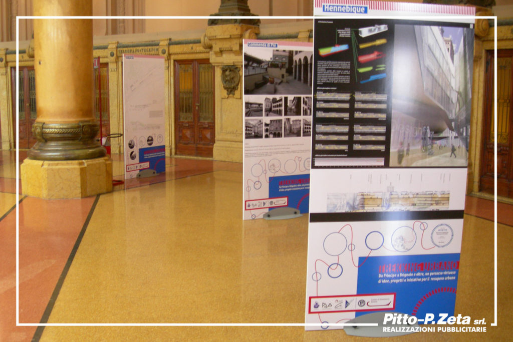 Trekking Urbano: allestimento Palazzo Borsa. Realizzazione di pannelli in piuma (foam o direx) da 2 cm, con base in alluminio. Possibilità di noleggio o vendita.